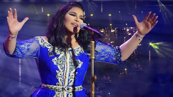في أول حفلاتها هناك.. أحلام تفاجئ جمهورها السعودي بهذه الهدايا