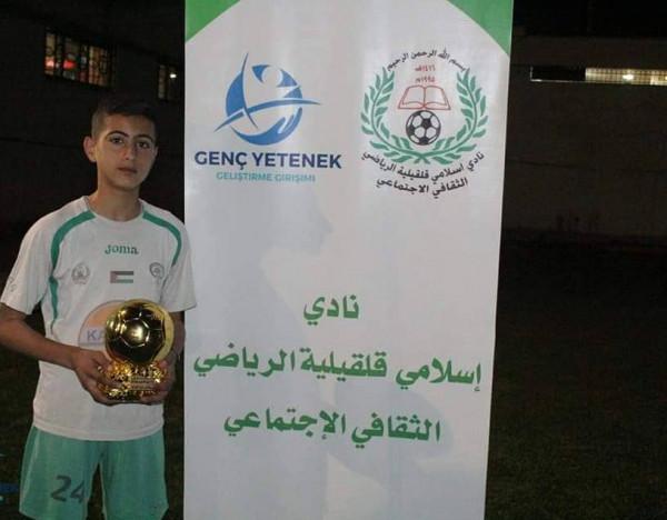 أيهم مرداوي يفوز بجائزة الكرة الذهبية لأفضل لاعب كرة قدم صاعد
