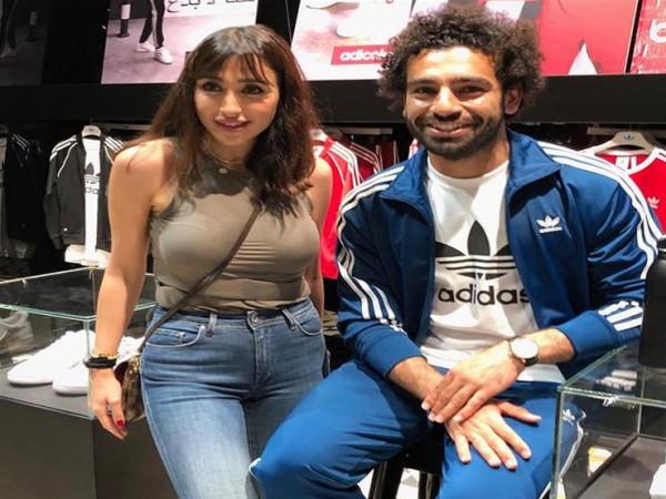 شاهد: محمد صلاح والفنانة اللبنانية جيسي عبدو في دبي