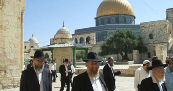 عشرات المستوطنين يستأنفون اقتحاماتهم الاستفزازية للمسجد الأقصى