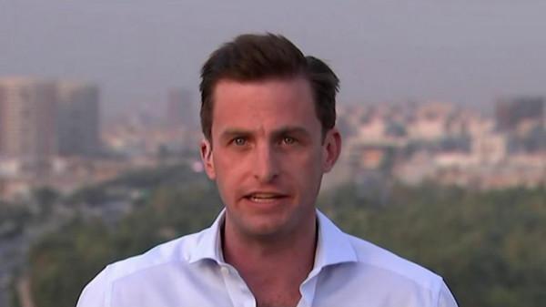 شاهد: تصرف مقزز لمراسل قناة أمريكية على الهواء مباشرة