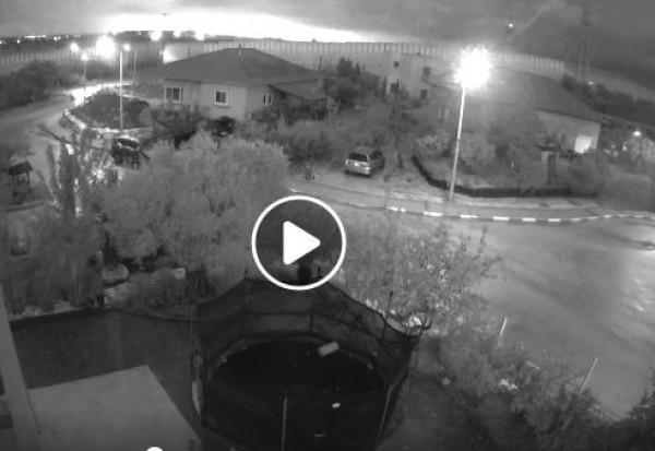 شاهد: لحظة انفجار صاروخ أُطلق من قطاع غزة تجاه تل أبيب