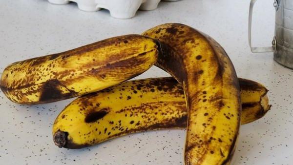 تناول الموز ذات البقع سوداء بدلًا من الأصفر يُعالج 7 أمراض