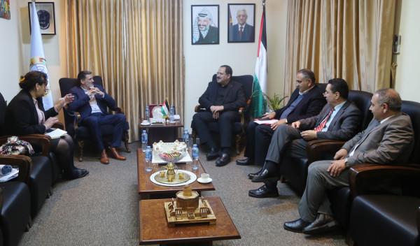 صيدم يدعو لتشكيل لجنة دولية لمتابعة انتهاكات الاحتلال