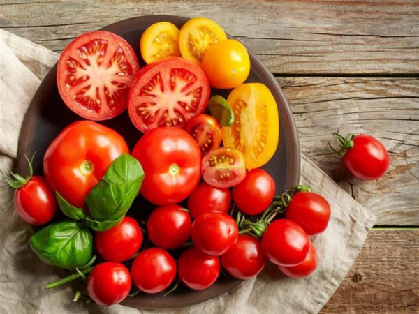 منها الطماطم.. 7 مأكولات في منزلك تحتوي على سموم قاتلة