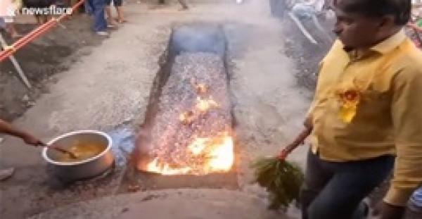 امرأة تسقط في الفحم المشتعل بالهند