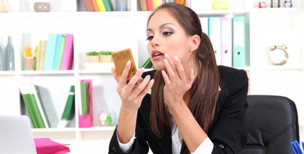 دراسة غريبة.. وضع السيدات للمكياج في العمل يساهم في زيادة رواتبهن