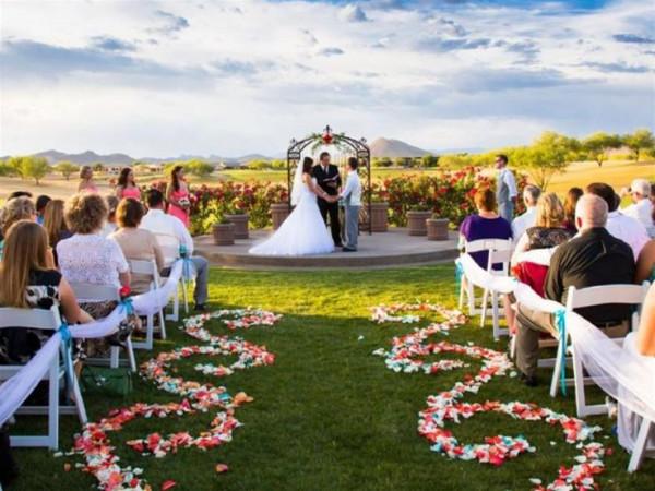 """""""إذا كان زفافك في الصيف"""".. 8 نصائح عليكِ اتباعها"""