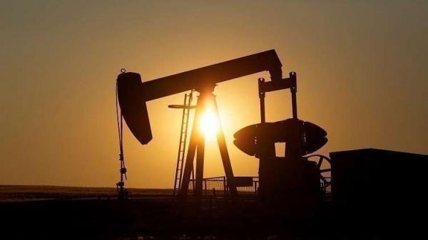 أسعار النفط تتجه لتسجيل أفضل أداء فصلي في عشر سنوات