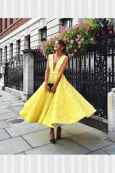 أفكار لفساتين الخطبة الصيفية باللون الأصفر