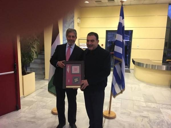 رئيس بلدية قلقيلية يشارك في احتفال يوم الارض في أثينا