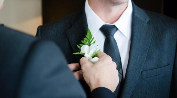 كيف يساعد والد العريس في تنظيم الزفاف؟