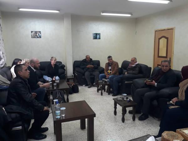 لجنة خدمات مخيم بلاطة تستضيف وفد جمعية التوئمة الفرنسية