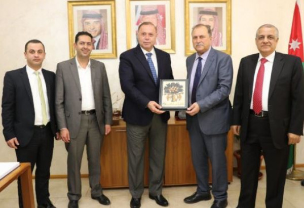 جامعتا فلسطين الأهلية وعمان العربية توقعان اتفاقية تعاون مشترك