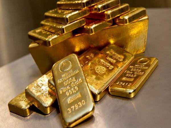 أسعار الذهب تتراجع عالميًا