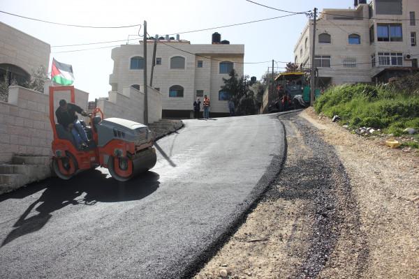 بلدية بيتونيا تُنجز مشروع تعبيد شارع  الكروم الشماليـة