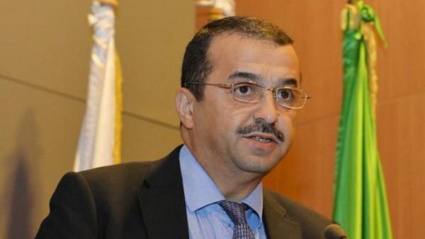 فيديو.. الجزائر.. محتجون يمنعون وزير الطاقة من زيارة ولاية تبسة