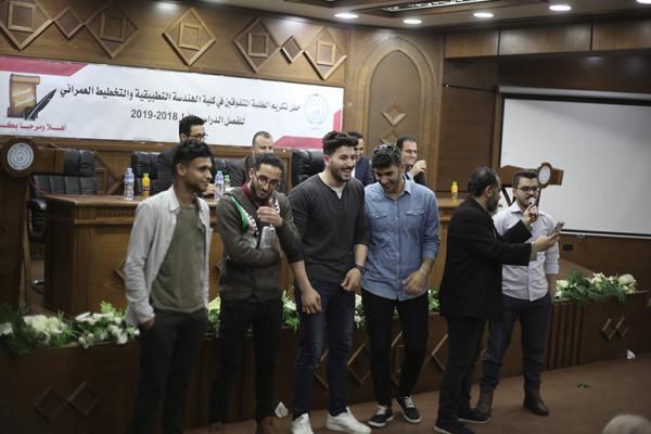 كلية الهندسة التطبيقية والتخطيط العمراني في جامعة فلسطين تحتفي بطلبتها المتفوقين