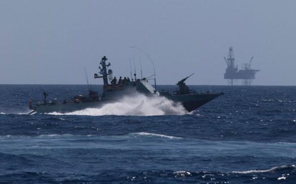 زوارق الاحتلال الإسرائيلي تُطلق النار تجاه مراكب الصيادين في بحر رفح