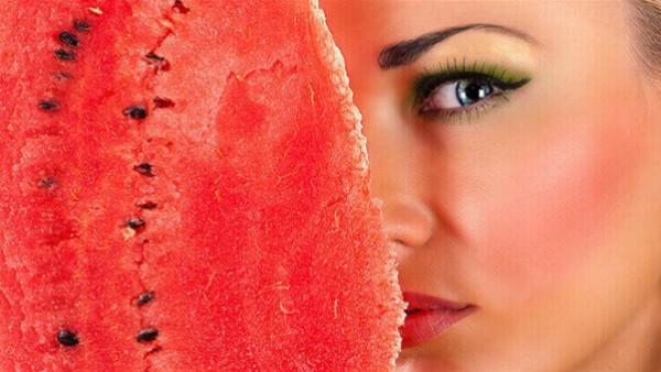 3 ماسكات طبيعية من البطيخ لحل مشاكل البشرة