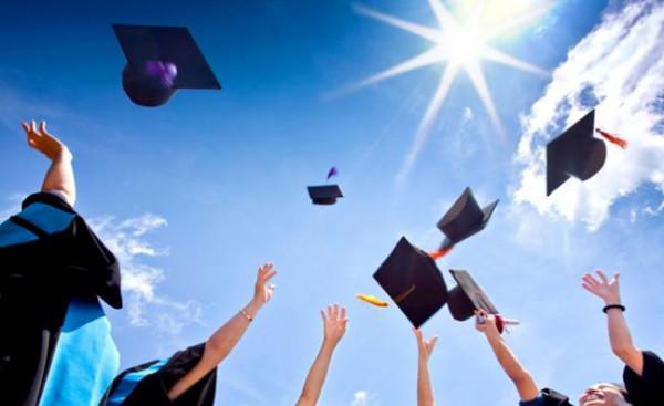 """""""التعليم العالي والبحث العلمي"""" تُعلن عن منح دراسية في سلوفاكيا"""
