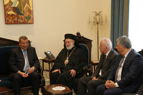 """وفد """"اللجنة الرئاسية العليا لشؤون الكنائس"""" يلتقي المطران الياس عودة"""