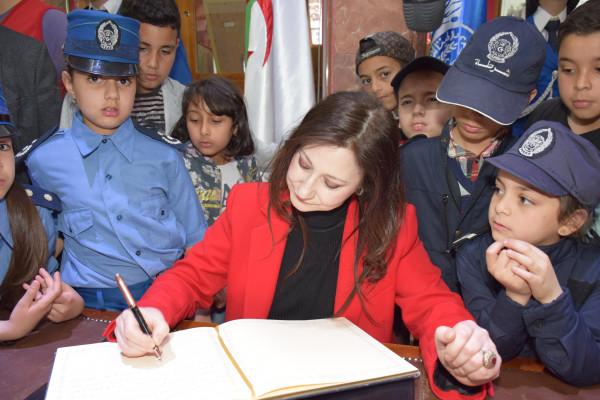 50 طفلاً من ذوي الاحتياجات الخاصة واليتامى في زيارة للمتحف المركزي للشرطة