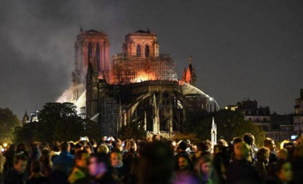 السعودية تتضامن مع فرنسا بعد حريق نوتردام