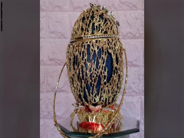 """""""أغلى حقيبة في العالم"""" مصنوعة من بيض هذا الطائر.. لن تصدقي كيف يمكنك فتحها"""