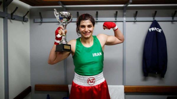 إيرانية فازت بالملاكمة في فرنسا.. فأمرت طهران باعتقالها