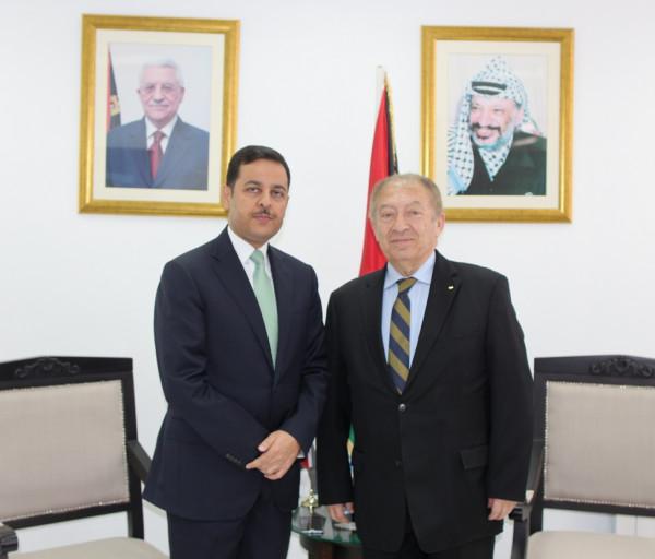 وزير الاقتصاد والسفير الأردني لدى فلسطين يبحثان سبل تعزيز العلاقات الاقتصادية