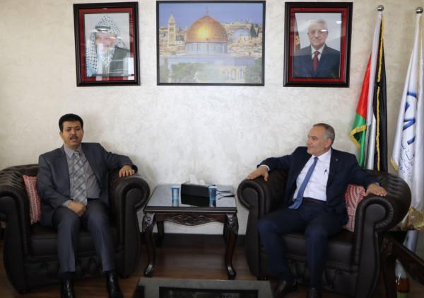 وزير الاتصالات والسفير التونسي يبحثان سبل التعاون