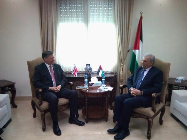 أبو عمرو والسفير الصيني يبحثان المستجدات الفلسطينية