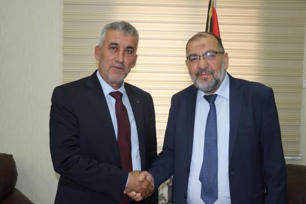 أبو سنينة يَستقبل وزير الحكم المحلي ويطلعه على أوضاع الخليل ومشاريعها