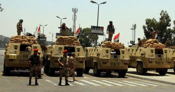 انتشار كبير للجيش والشرطة استعدادا لاستفتاء الدستور بمصر