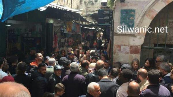 الاحتلال يغلق طريق الواد في القدس أمام المواطنين
