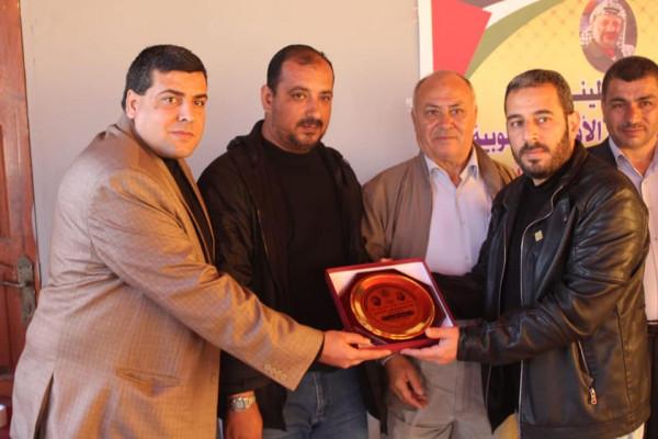 المكتب الحركي المركزي يكرم مجموعة من صحفيي خان يونس ورفح