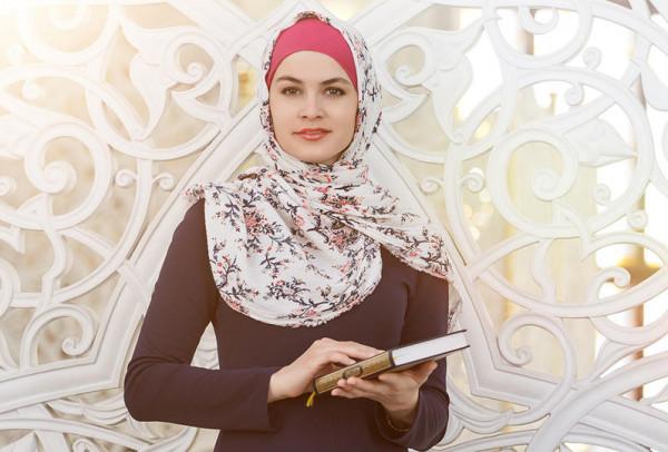 ما حكم قراءة الحائض للقرآن في رمضان؟