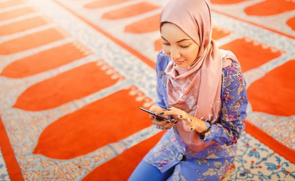 ما حكم عدم اقفال الهاتف المحمول داخل المسجد؟