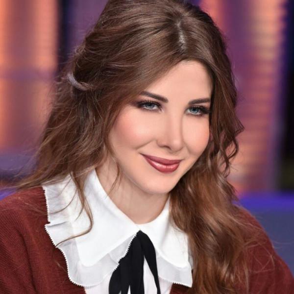 """نانسي عجرم تُحرج زوجها بصورة.. ماذا فعل بـ""""روب الحمام"""" الخاص بها؟"""