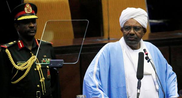 """السودان تفتح تحقيقاً مع البشير بتهمة """"غسيل الأموال"""""""