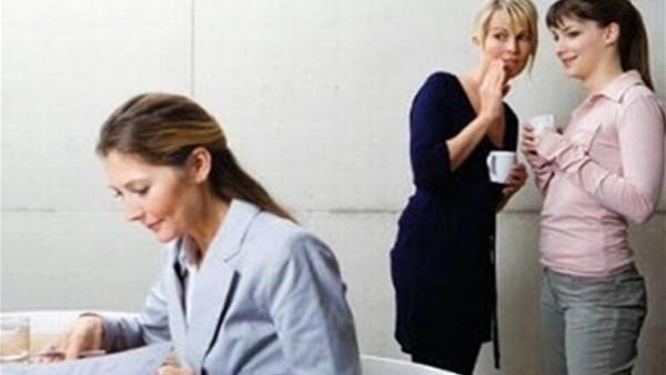 النميمة في العمل.. خمس طرق للمواجهة