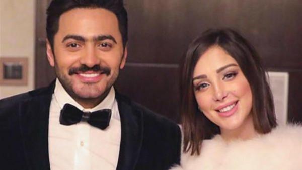 """""""فستان الشبك"""".. زوجة تامر حسني تخطف الأنظار بإطلالتها في دبي"""