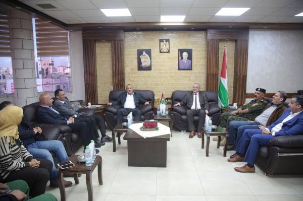 محافظ طولكرم يستقبل مستشار رئيس الوزراء لشؤون الصناديق العربية والإسلامية