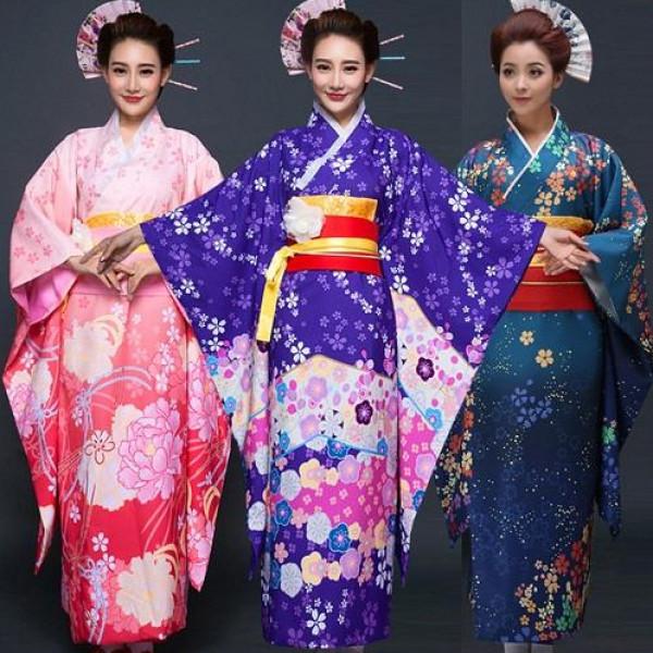"""يصنع في الطين.. سر صناعة ملابس """"الكيمونو"""" الياباني"""