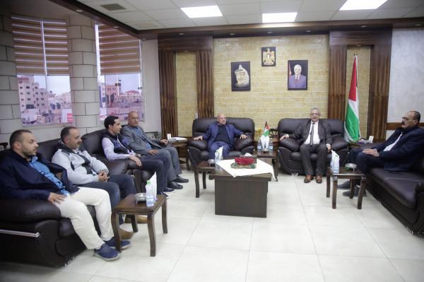 المحافظ أبو بكر يستقبل مدير مديرية النقل والمواصلات الجديد بطولكرم