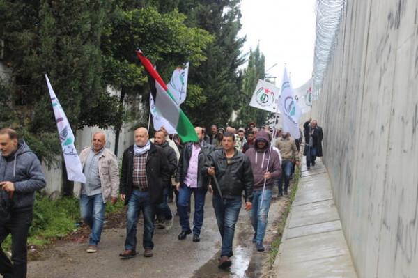 """""""جبهة التحرير الفلسطينية"""" تنظم مسيرة """"الوفاء للشهداء"""" في عين الحلوة"""
