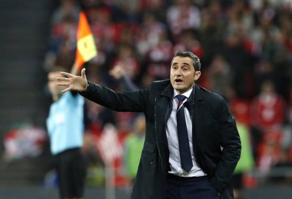 """مدرب برشلونة يرفع التحدي: """"قد نفوز بالثلاثية"""""""
