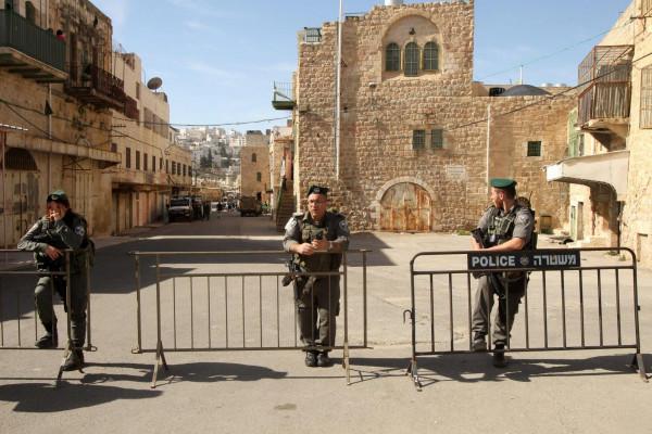الاحتلال يغلق الحرم الإبراهيمي لليوم الثاني ويقتحم متنزه بلدية يطا