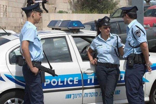 شرطة الاحتلال تعتقل مدير المتحف الإسلامي بالمسجد الأقصى
